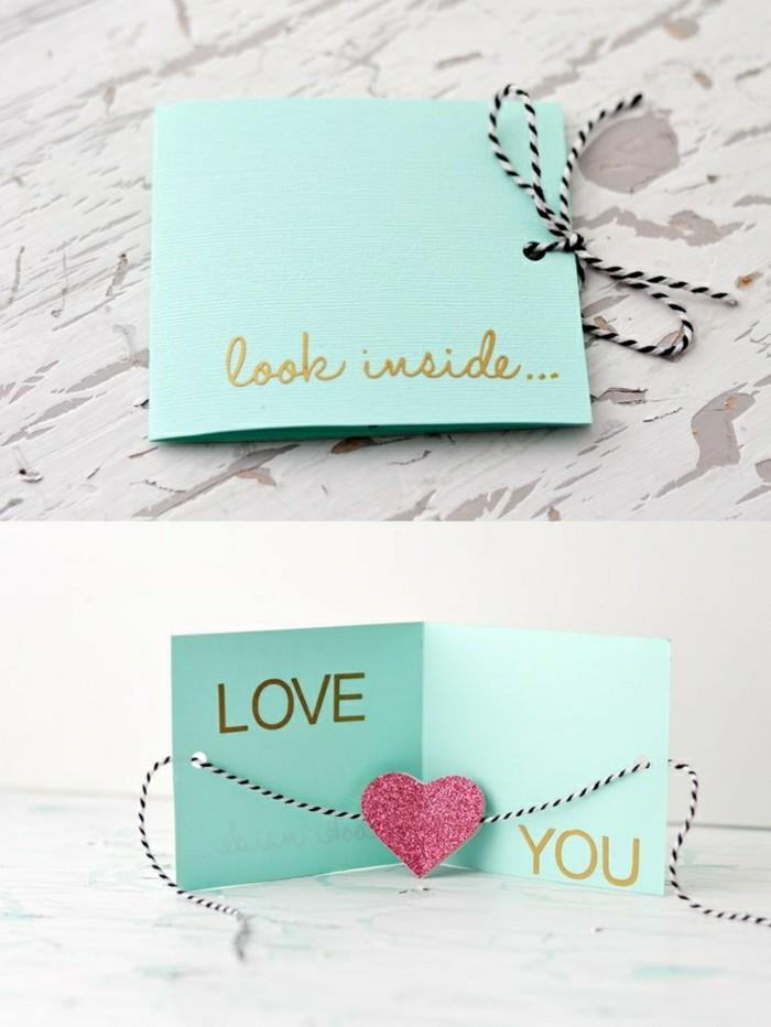 regalos originales hechos a mano, regalo san valentin, tarjeta plegable en aguamarina con corazón rosado e hilo