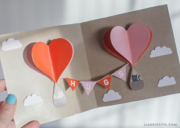 manualidades para regalar,regalo san valentin, tarjeta troquelada con papel kraft y globos con corazones