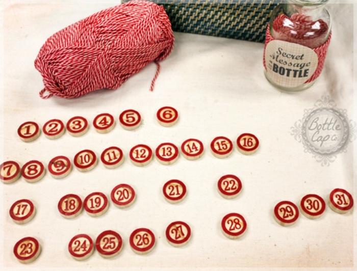 manualidades para regalar, regalo san valentin, hilo en blanco y rojo, tarro de cristal, pedazos de madera con números en rojo, el mensaje escondido