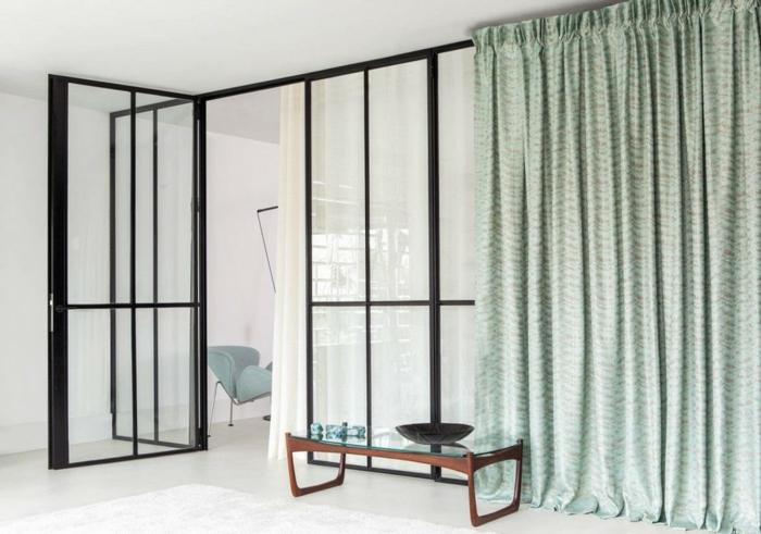 cortinas de salon, estilo minimalista, largas cortinas en pliegues, color verde marino en pequeños ornamentos, ventanal grande
