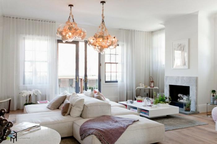 cortinas de salon, ejemplo con visillos blancos que dan un toque aireado y romántico a la habitación, arañas muy originales