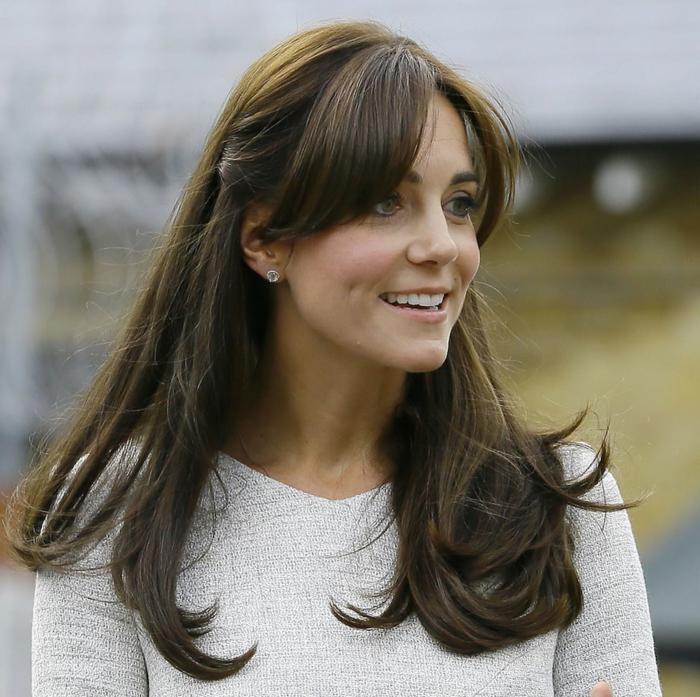 peinados semirecogidos, Kate Middleton con fleco y cabello largo lacio, semirecogido sencillo con horquillas