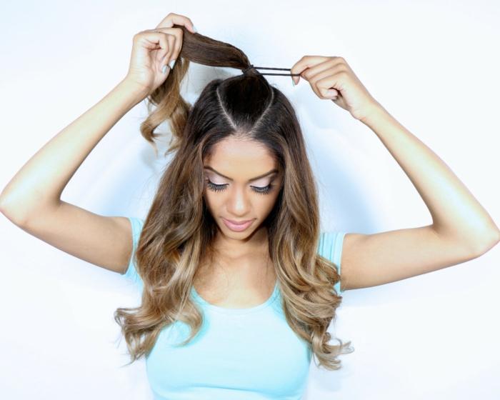 semirecogidos faciles, mujer con pelo largo ombre, tutorial para hacer semirecogido con coleta alta paso a paso