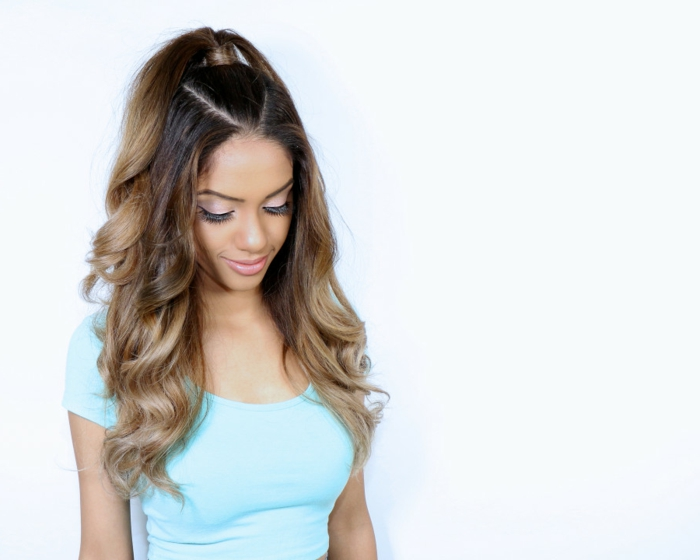 peinados semirecogidos, mujer con pelo largo estilo ombre, semirecogido con coleta alta inspirado por Ariana Grande