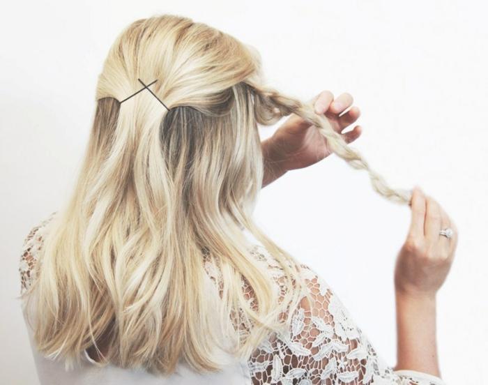 peinados semirecogidos, tutorial paso a paso cómo hacer semirecogido con trenza fijada con horquillas, mujer con pelo largo rubio