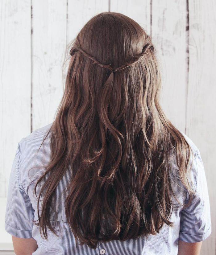 peinados semirecogidos, paso 4, tutorial para semirecogido con mechones torcidos en cabello ondulado largo