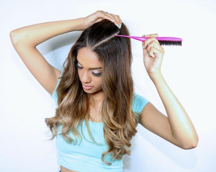 peinados semirecogidos, mujer con blusa azul y pelo largo estilo ombre, tutorial para semirecogido con coleta elevada estilo Ariana Grande