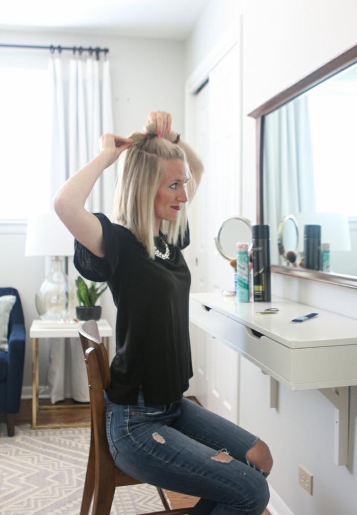 peinados semirecogidos, tutorial paso a paso para semirecogido con moño grande, mujer rubia, melena corta