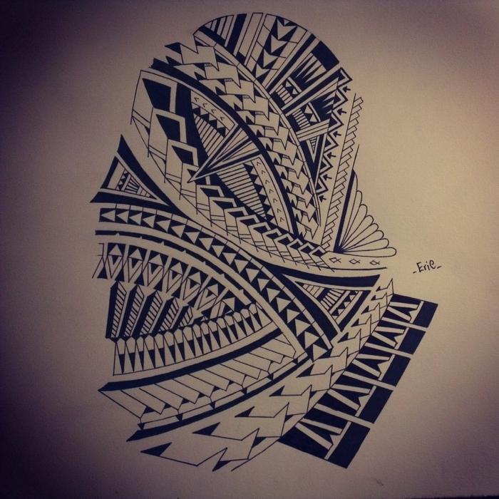tatuaje maori, diseño de tatuajes en blanco y negro, tatuaje para brazo con motivos polinesios punta de lanza y dientes de tiburón