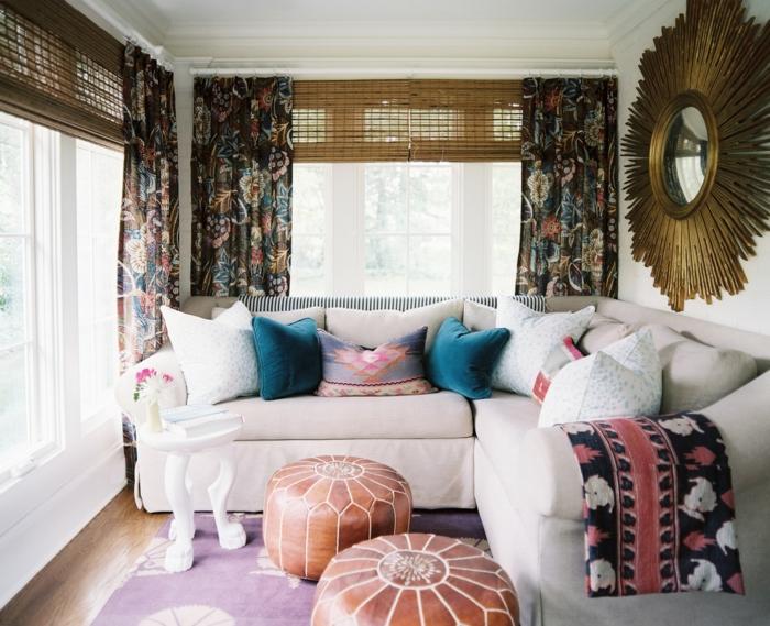 telas cortinas, hermoso ejemplo de cortinas con motivos botánicos y colores oscuros y percianas de madera