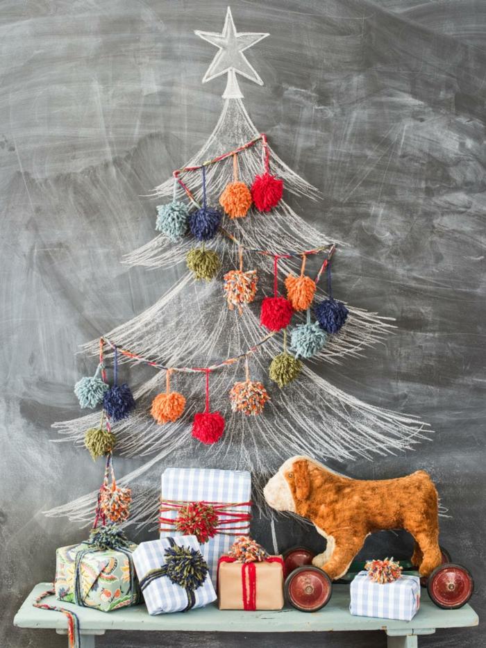 manualidades de navidad para niños, preciosa guirnalda en diferentes colores, hecha de bolas de hilo, empaquetados coloridos para Navidad
