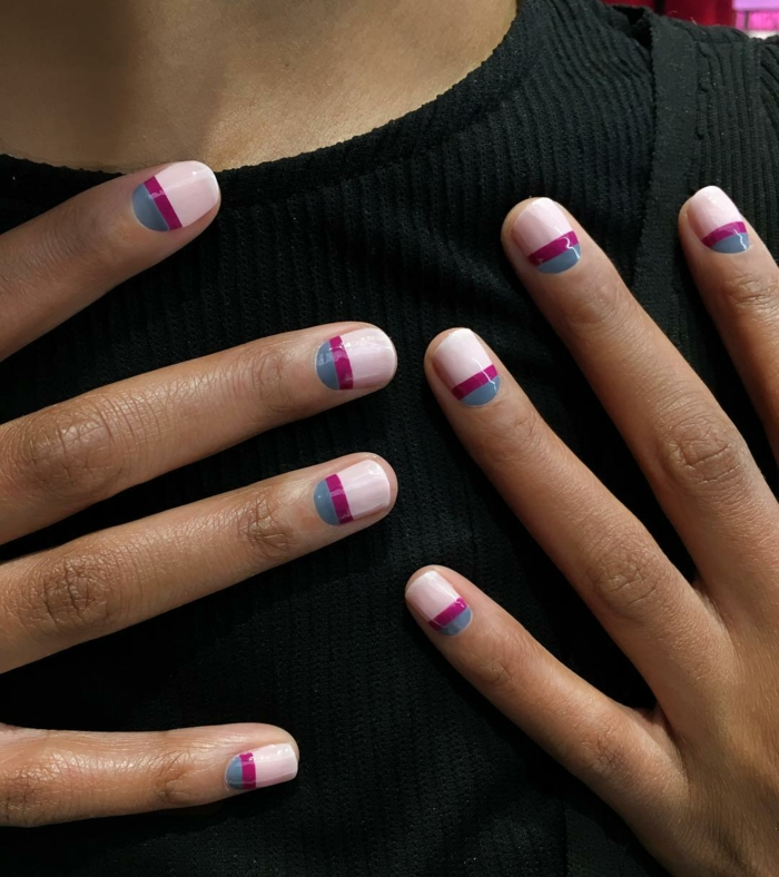 uñas pintadas, decoración original en tres colores, tonos pastel combinados con color fucsia, uñas cortas en forma ovalada