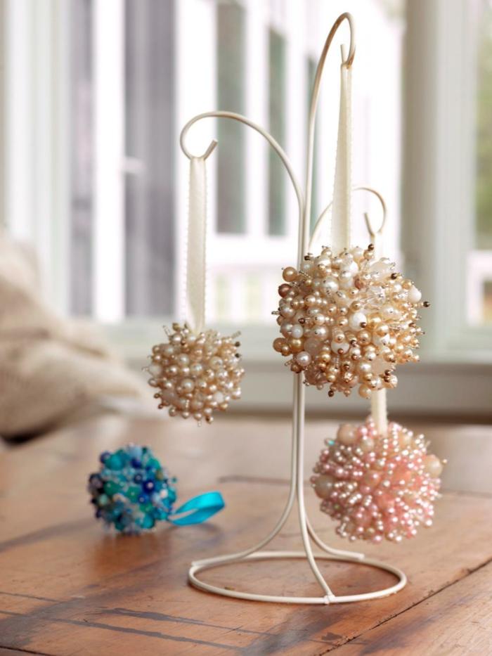 adornos de navidad caseros, decoración exquisita hecha de bolas de poliestireno y agujas con perlas, bonitas bolas en beige, color rosa y azul