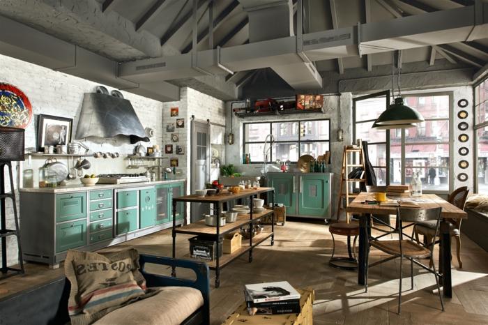 masas de comedor moderno, grande salón con espacio para comer, armarios verdes, techo en estilo industrial, muebles de madera con toque vintage