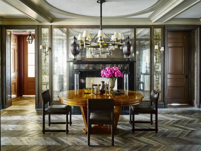 muebles de salon modernos, comedor moderno con toque clásico, decoración de flores color fuchsia, muebles en tonos oscuros