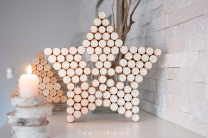 estrellas navidad, bonita decoración de corchos pegados en la forma de estrella, rincón con motivos navideños