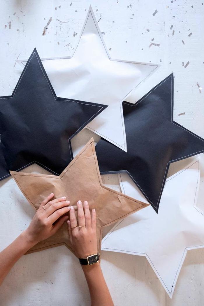estrellas de papel, embalaje original para tus regalos navideños, cinco estrellas de papel de diferente color hechas a mano