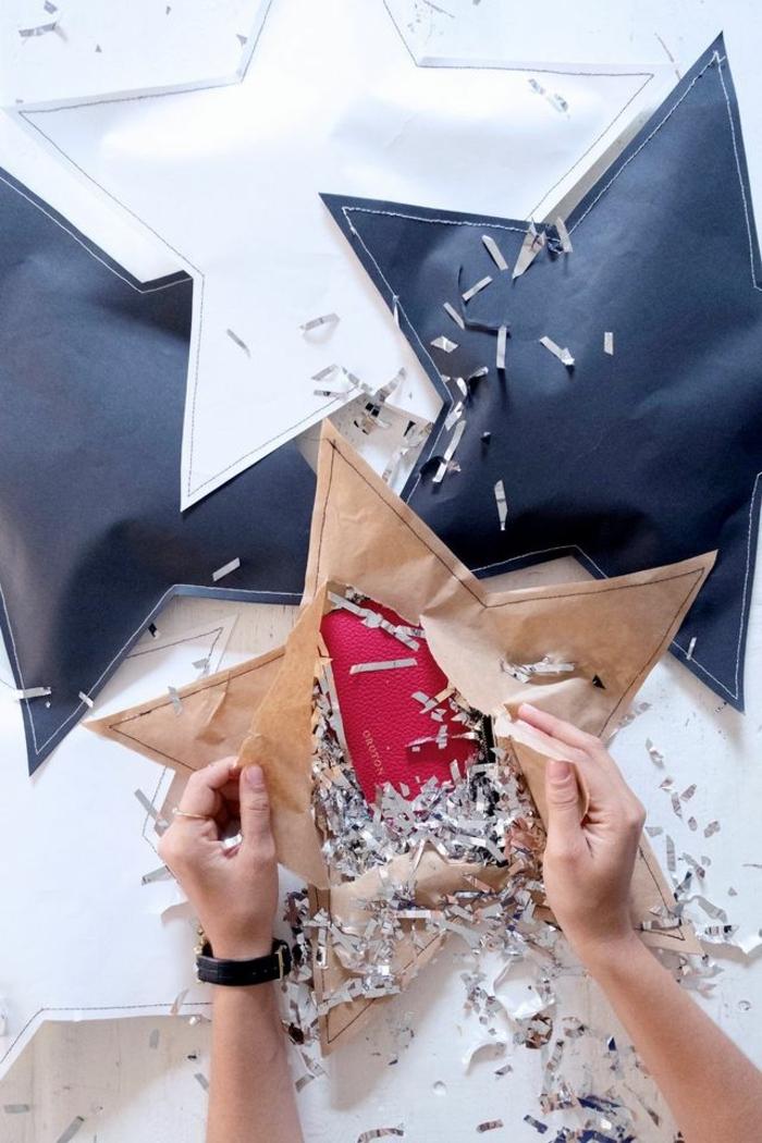 estrellas de papel, empaquetado original para Navidad, manualidades faciles en forma de estrella, estrellas de papel con regalos dentro