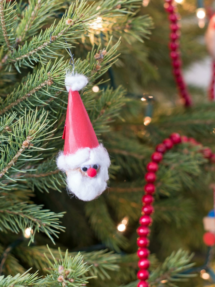 manualidades navidad, bonito adorno navideño hecho de nuez, papel y algodón, ornamento pequeño para el árbol navideño