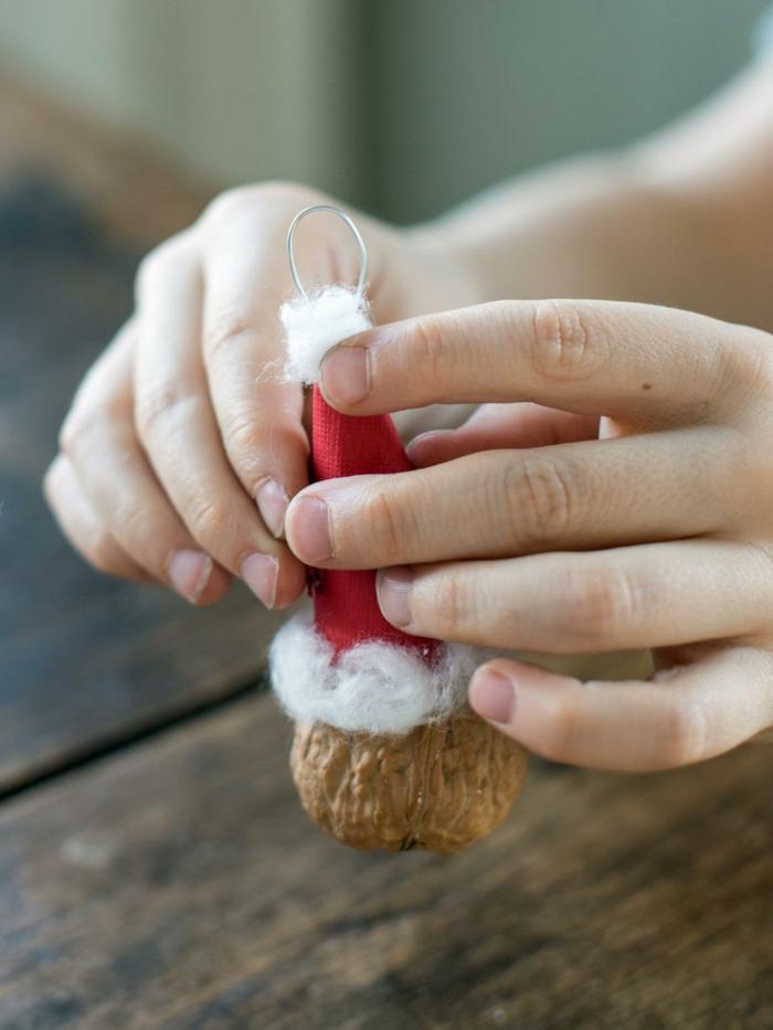 decoracion navideña, instrucciones para hacer un adorno navideño pequeño de materiales reciclados