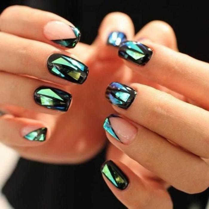 modelos de uñas, interesante diseño para uñas de longitud media y forma cuadrada, partículas relucientes en verde