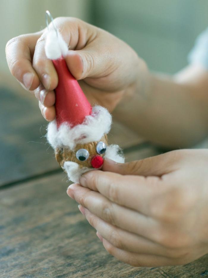 decoracion navideña, bonita decoración para el árbol navideño, papa noel con cara hecho de neuz