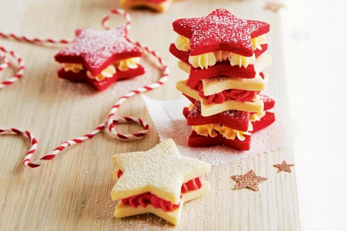 estrella de navidad, receta de galletas de mantequilla navideñas con betún en rojo y beige, galletas en forma de estrellas