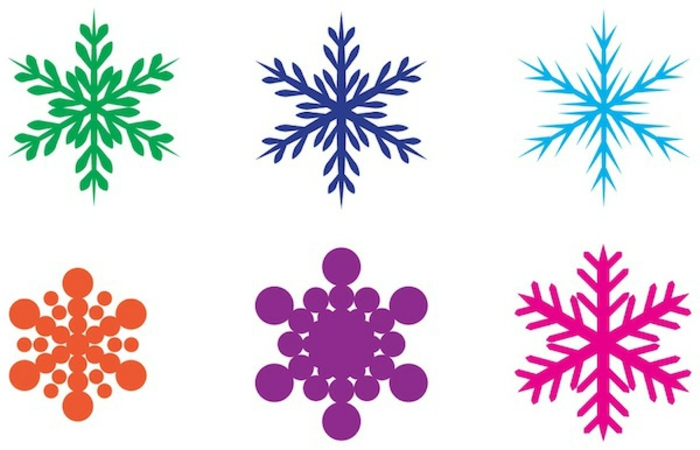adornos navideños caseros, estampados coloridos en forma de copo de nieve de diferente diseño y forma