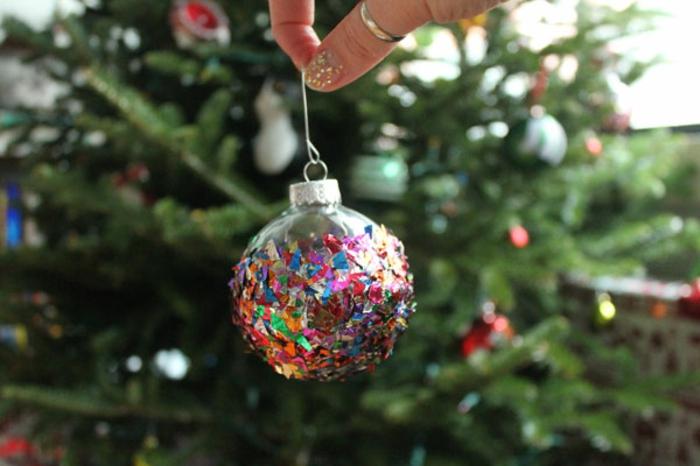 adornos navideños, precioso adorno refinado hecho de ornamento de cristal y confeti en muchos colores