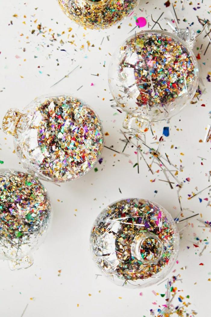 adornos de navidad caseros, ornamentos chic llenos de confeti, preciosos adornos para tu árbol navideño