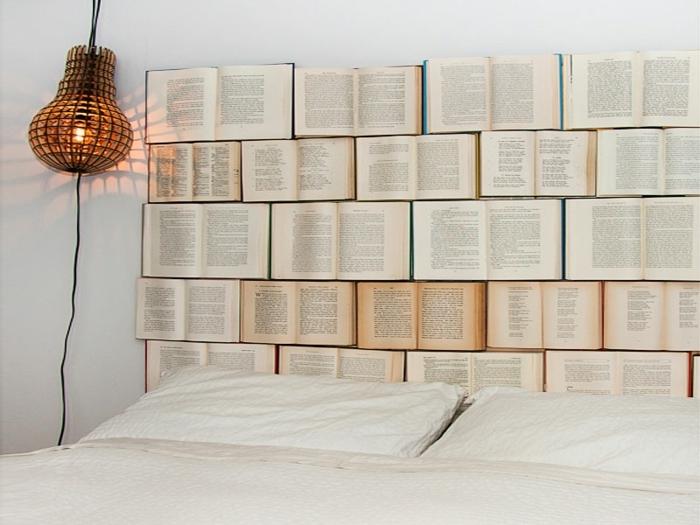 cabeceros de cama, idea original para hacerla en casa, cabecero de libros en cama matrimonio, una propuesta no muy práctica, pero muy creativa