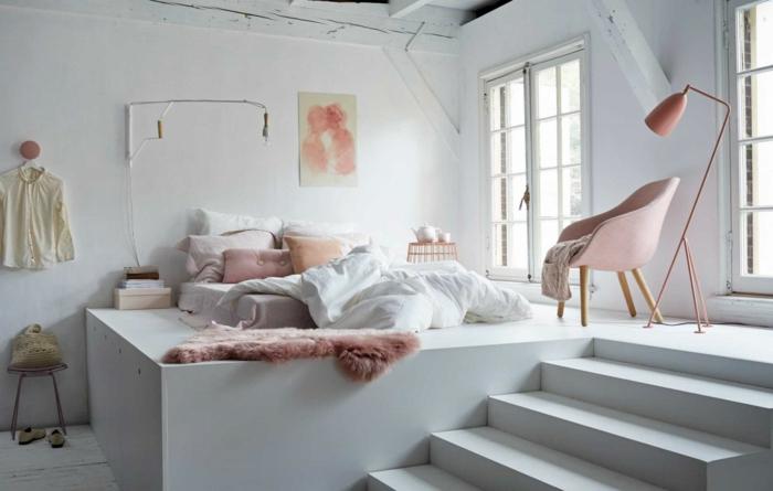 combinar colores, interesante dormitorio en dos plantas en blanco con detalles en color rosa y otros tonos pasteles