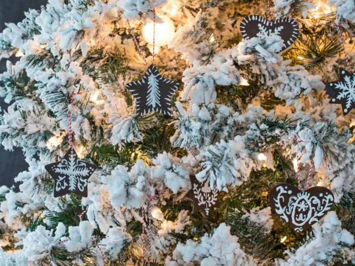 manualidades para niños de 10 a 12 años, adornos para el árbol navideño en forma de estrellas y corazones, árbol artificial con efecto de nevado