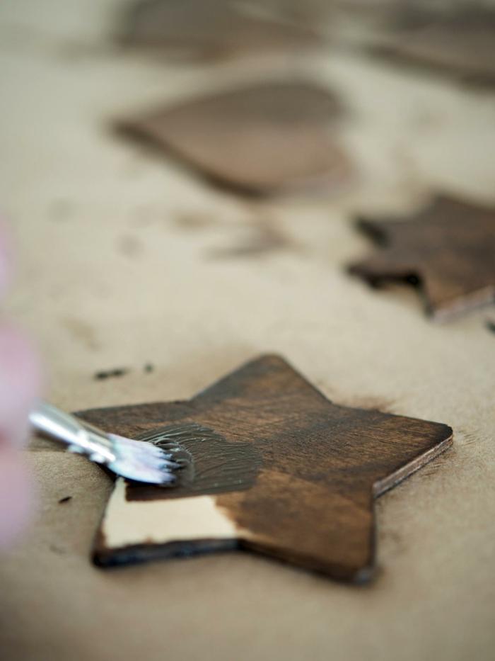 manualidades para niños de 10 a 12 años, pasos para hacer un ornamento para el árbol en forma de estrella