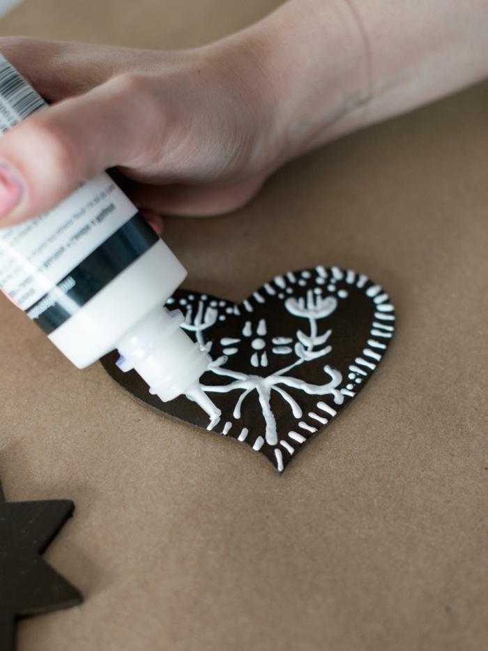 manualidades para niños de 10 a 12 años, ideas fáciles para hacer decoración casera navideña, motivo en forma de estrella