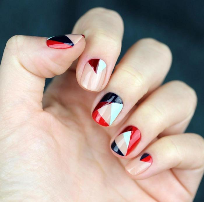 dibujos faciles de hacer, ideas de manicura francesa con partes de uñas pintadas en colores contrastes y base beige transparente