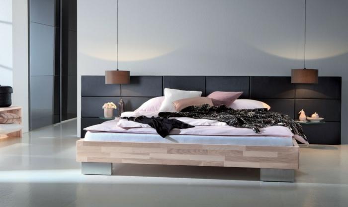 cabeceros originales, habitación moderna en estilo minimalista, cama de madera y hierro con lecho bajo, cabecero de piel negra y lámparas modernas