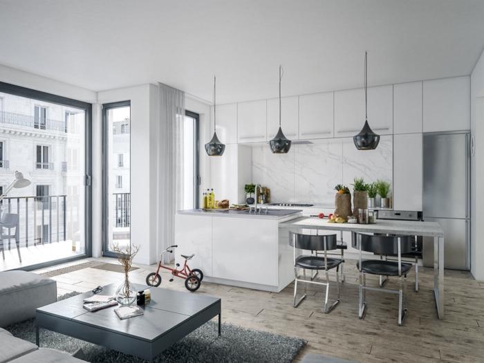 cocinas americanas, grande cocina en gris y blanco con suelo de parquet y lámparas interesantes, salón con mesa y sofá