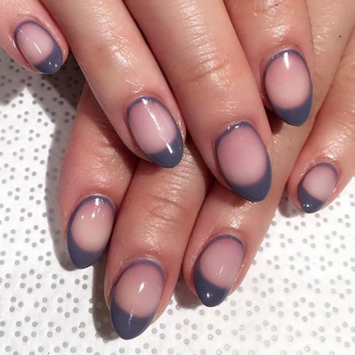 diseño de uñas, manicura francesa moderna en gris, base transparente en tono rosado, uñas largas en forma ovalada
