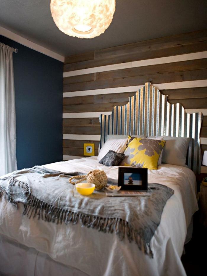 cabeceros, cabezal de hierro, materiales reutilizados, habitación con toque vintage, vigas de madera en las paredes