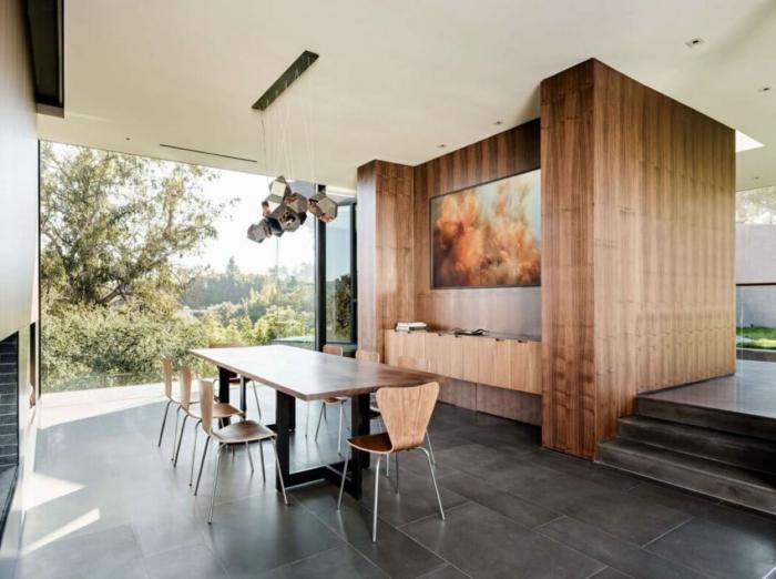 muebles comedor, comedor espacioso con muebles de madera, grande ventanal con vista y araña original para el techo