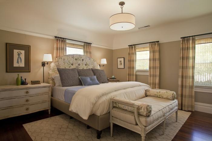 cabeceros originales, dormitorio acogedor, cama doble de medio tamaño con cabecero oval estampado en flores, pie de cama vintage