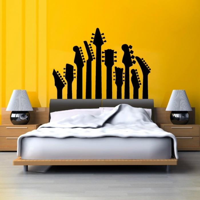 vinilos pared, dormitorio moderno con cama doble, vinilo con diapasones de guitarra en negro sólido sobre pared amarilla