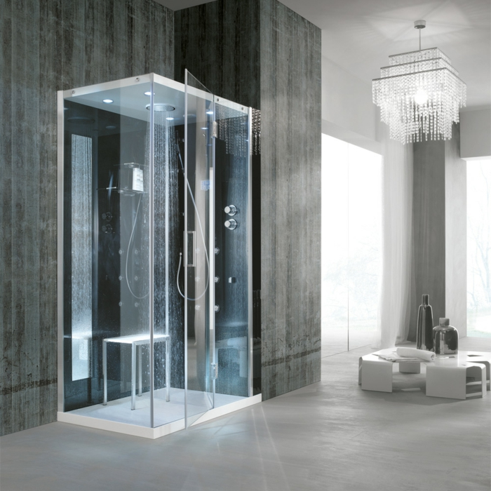 cuartos de baño con ducha, cabina de ducha de vidrio con iluminación azul, habitación en gris con lámpara de araña