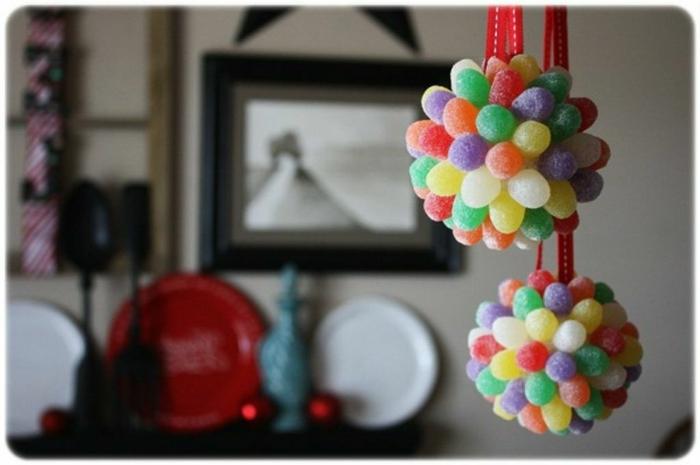 bola navidad, pompom divertido hecho de caramelos azucarados en diferentes colores