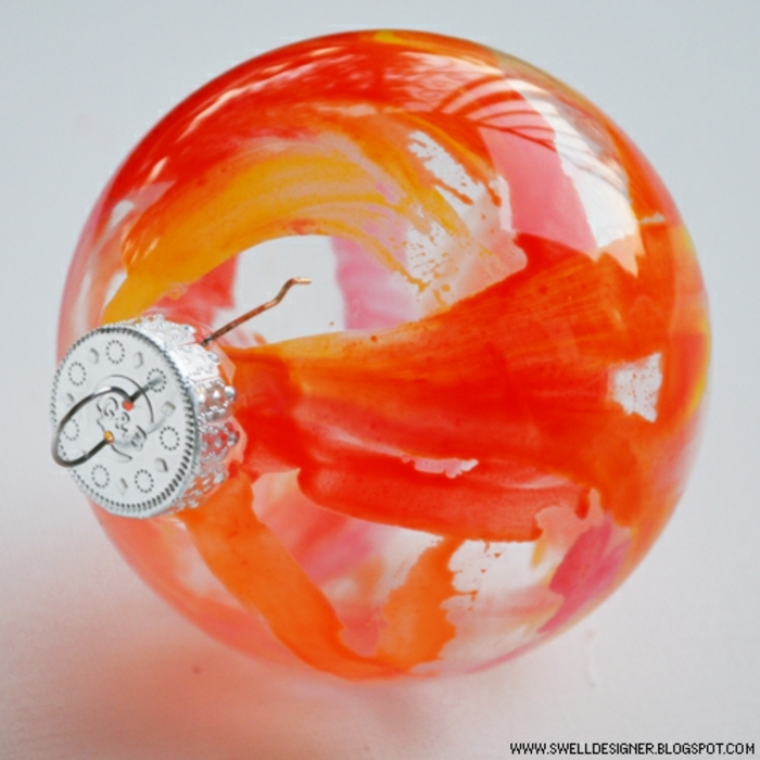 como hacer bolas de navidad con ornamentos de cristal en forma de esfera y pintura acrílica