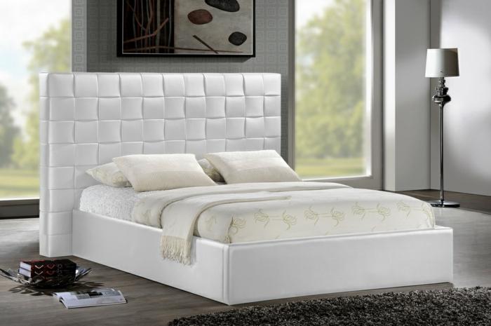 cabeceros cama, cama doble corta de piel blanca, cabecero moderno, habitación con grandes ventanales y cuadro modernista
