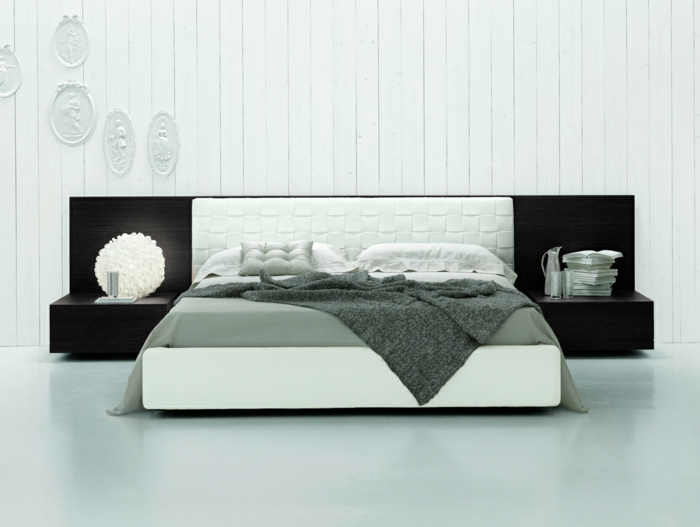cabeceros cama, grande habitación en estilo minimalista, cama moderna con cabecero y estantería empotrada de madera