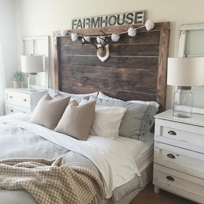cabecero cama, idea casera atractiva, cabecero de madera con decoración de navidad, cama doble y muebles con toque vintage