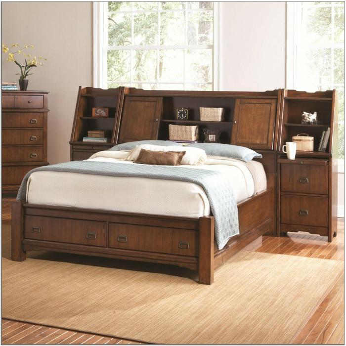 como hacer un cabecero, propuesta super original para cama de medio tamaño con armario de madera vintage empotrado, suelo de madera